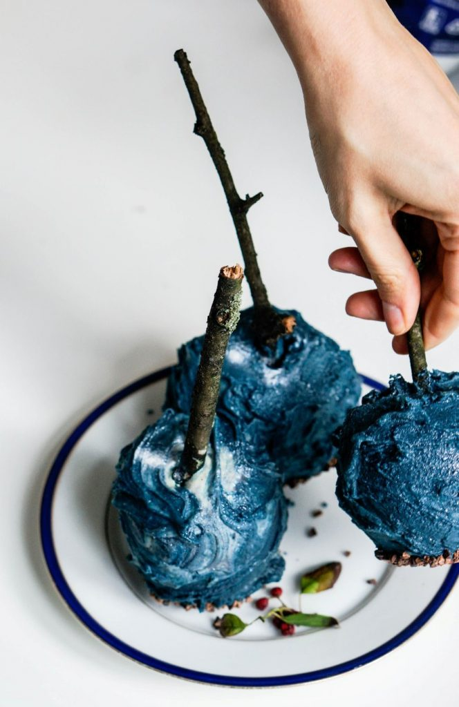 Last Minute Halloween Treat: Chocolate Galaxy Apples